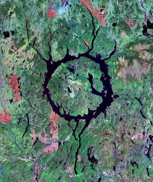 Manicougan crater in Quebec, Canada